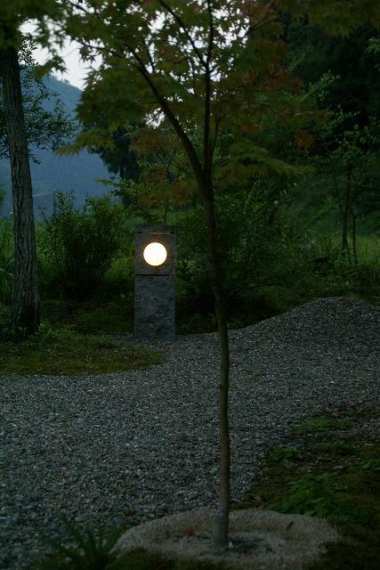主庭の照明